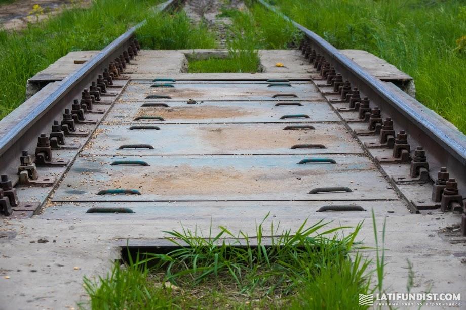 Необходимо систематически проводить рейды по проверке ближайших пунктов приемки металлолома на наличие элементов и деталей ж/д инфраструктуры