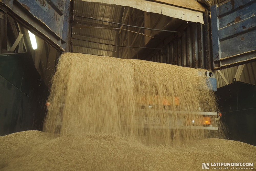 Grain receiving at the elevator