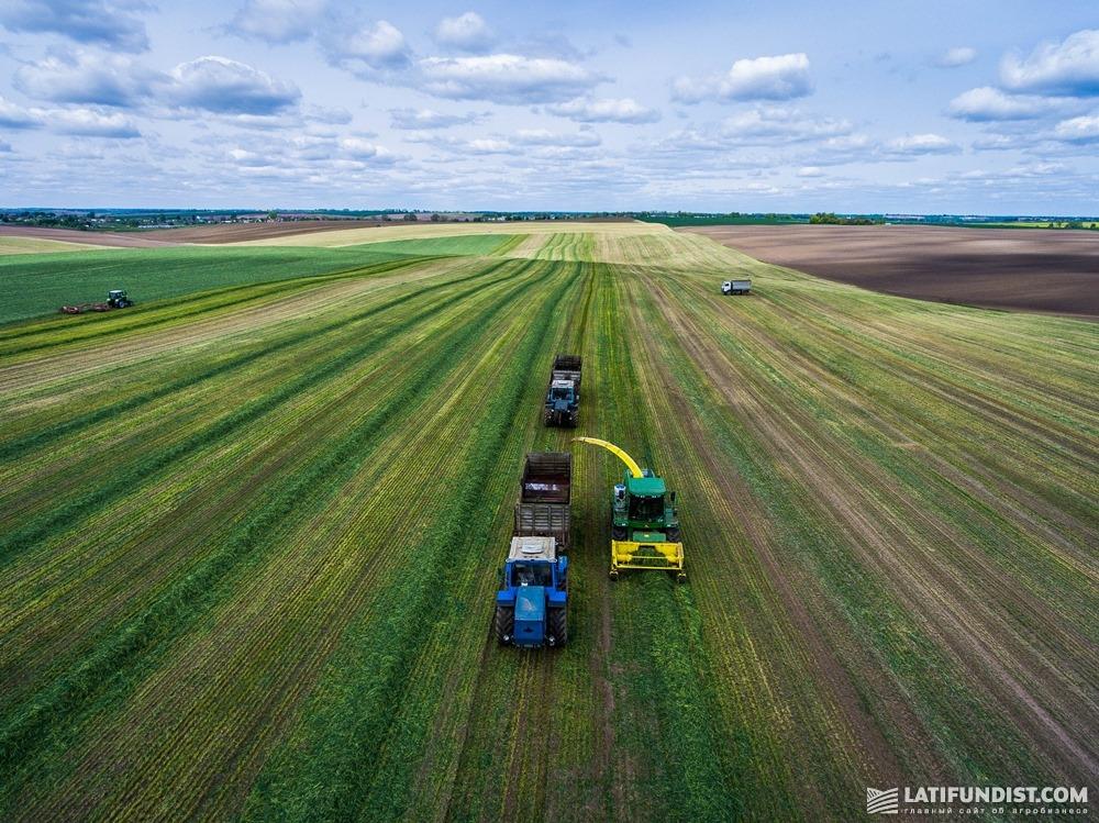 Нужно смотреть, насколько предприятие обеспечено сельхозтехникой, чтобы вовремя посеять и собрать урожай