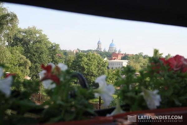 Старт. Вид из окна в Сумском отеле
