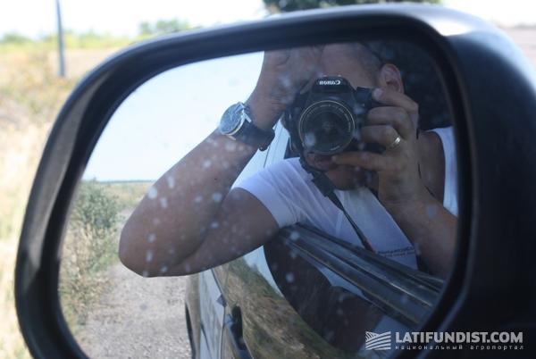 Женя Пастухов рулит, фотографирует, замеряет и пишет