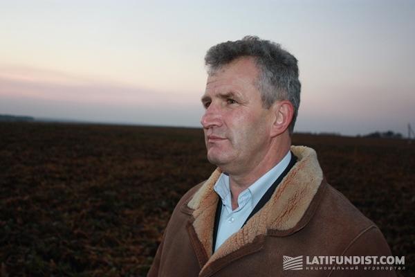 Николай Николаевич Чепурный отвечает за снабжение завода сахарной свеклой