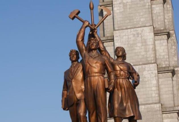 Интеллигент, рабочий и крестьянка (КНДР)