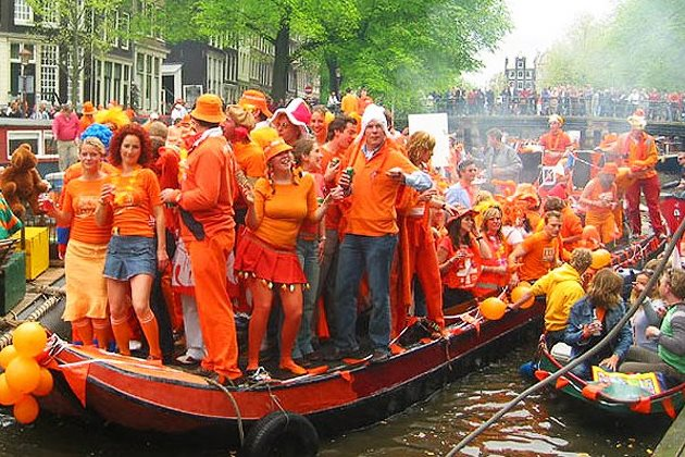 День королевы в Нидерландах. Торжество оранжевого цвета