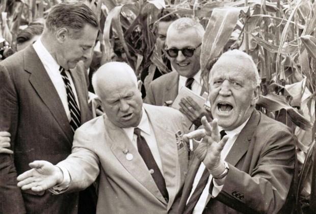 Н. С. Хрущев и Росуэлл Гарст благодаря своей эксцентричности, стали героями не одного анекдота.