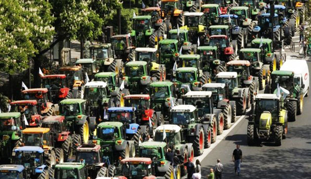 Болельщики «Генгама» на тракторах