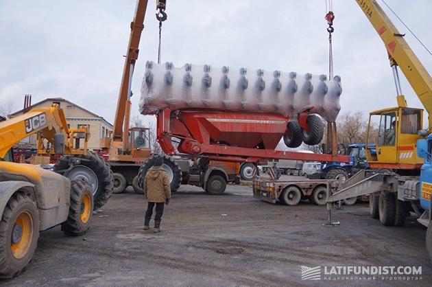 Выгрузка техники в Хмельницкой области на базе компании «Кернел»
