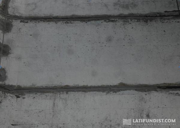 Фото 4. Заполнение швов цементно-песчаной смесью с добавлением пластификатора