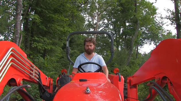 Зак Галифианакис и его трактор