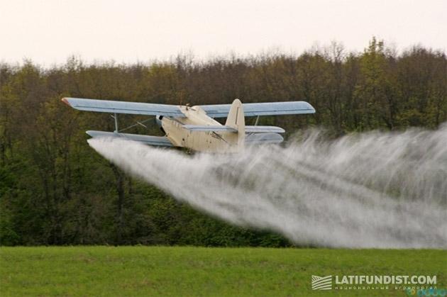 Ан-2 - самый массовый самолет для выполнен6ия АХР