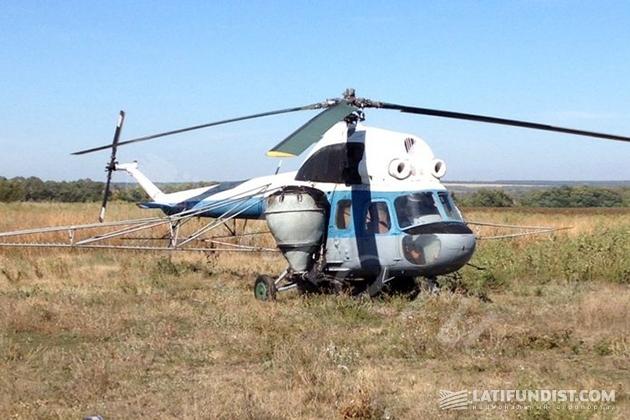 Вертолет Ми-2 с сельхозоборудованием