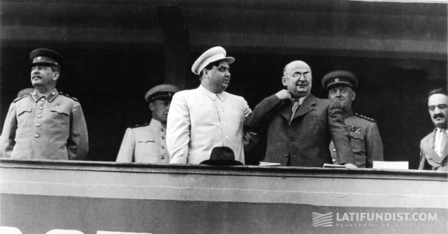 Слева-направо: Сталин, Маленков и Берия