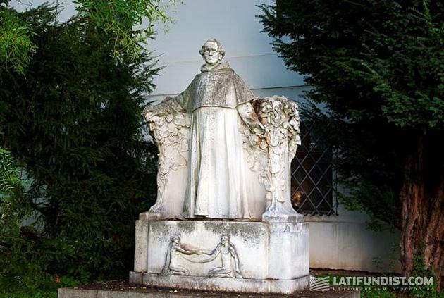 Памятник Менделю в Брно
