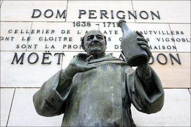 Все же, лучшим памятником для Пьера Периньона, несомненно, является бутылка игристого...