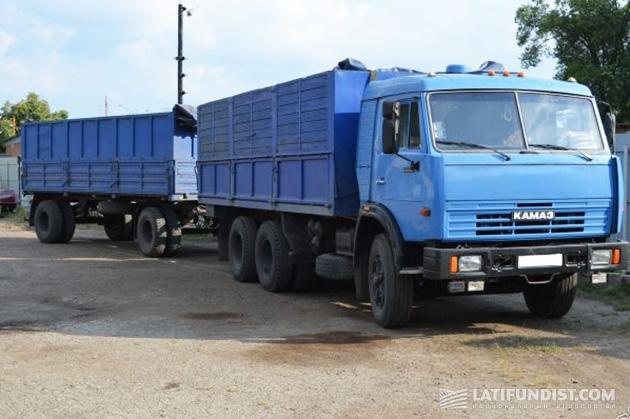 Тридцатилетний зерновоз КамАЗ 53213 с прицепом ГКБ-8352 сегодня можно приобрести в очень хорошем техническом состоянии