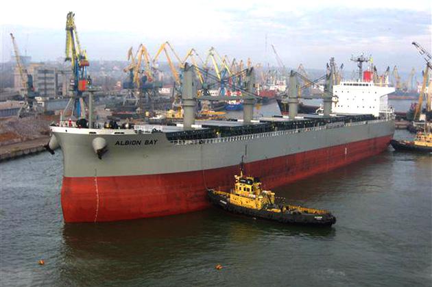 Балкер (судно для перевозки насыпных грузов) Albion Bay в мариупольском порту