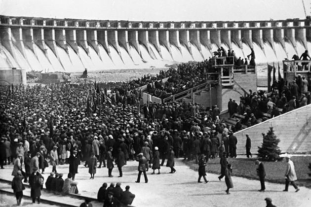 Митинг, посвященный получению на Днепрогэс первой электроэнергии
