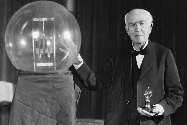 Томас Эдисон — «отец» электрической лампочки, фонографа. системы энергораспределения потребителям... и еще 1090 изобретений, защищенных патентами