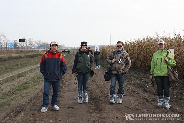 Надежно обмундировавшись в полиэтиленовые «бахилы», идем топтать киевские просторы