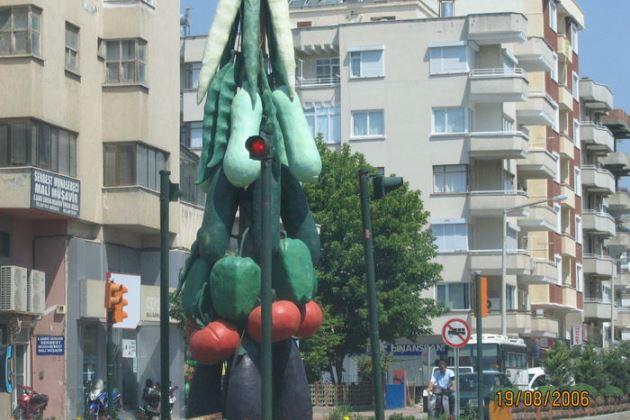 Памятник овощам в  Кумлужде, Турция