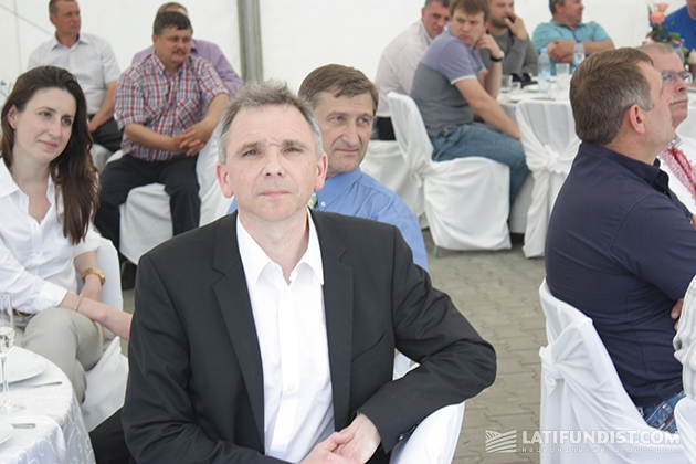 Директор компании «CLAAS-Украина» Хольгер Вельк (в центре)