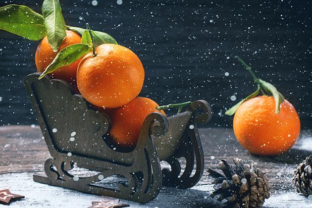 Символ зимних праздников — мандарин