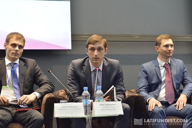 Олег Проценко, Координатор общественной организации AgroReformsUA (в центре)