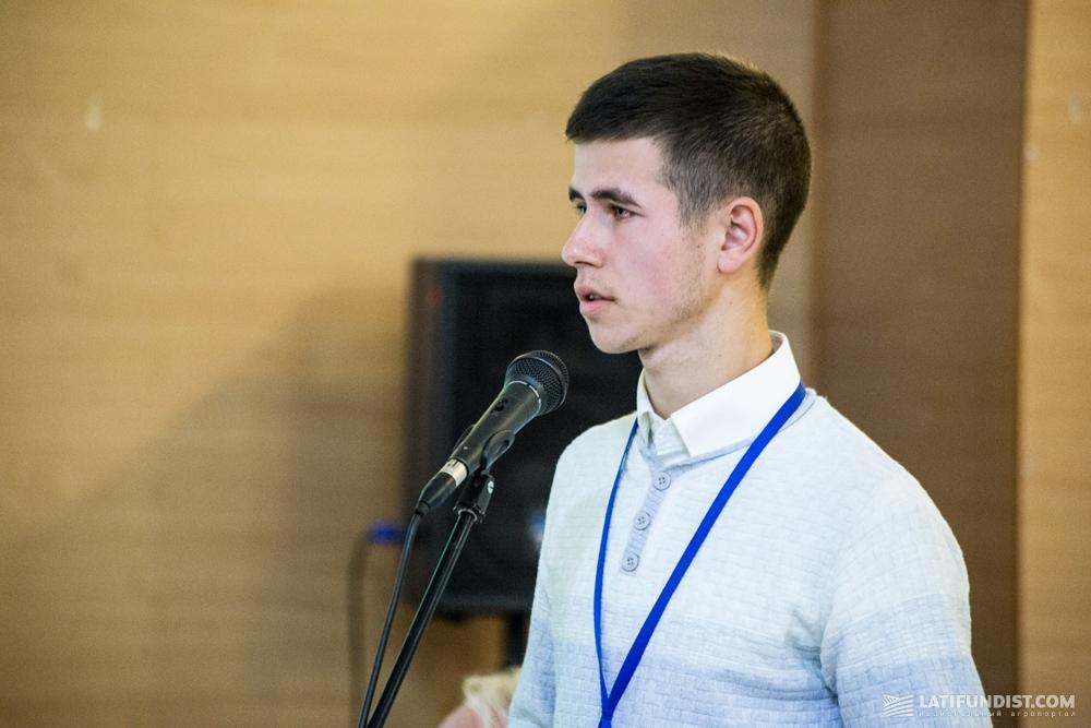 Роман Лановой представляет свой проект Craft Scanner — комплект датчиков для контроля глубины обработки почвы