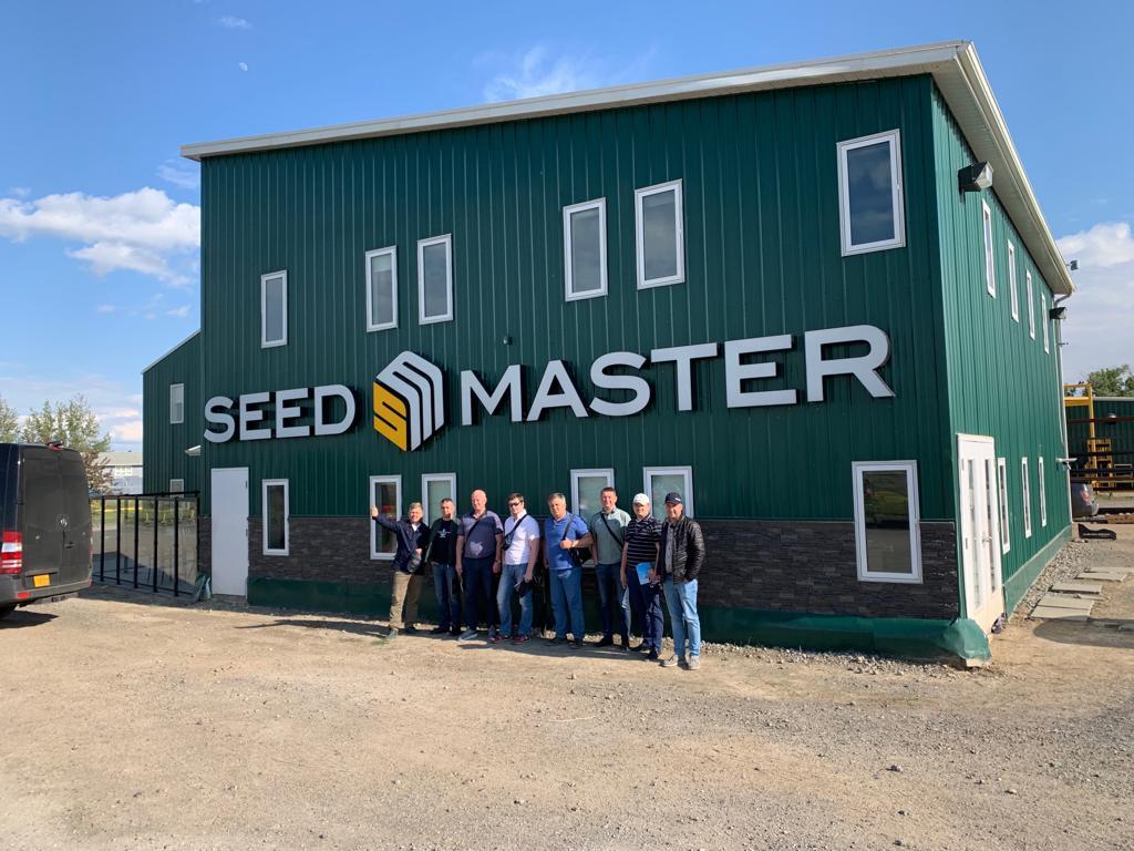 Участники агротура на предприятии Seed Master