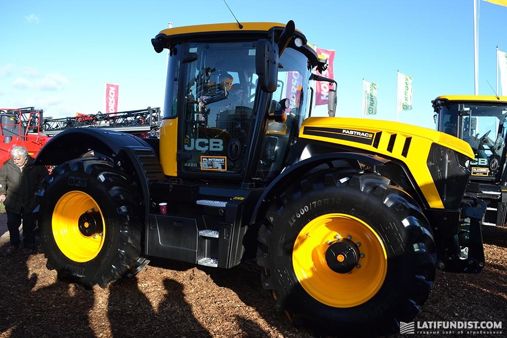 Трактор JCB Fastrac на выставке LAMMA 2018