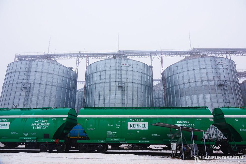 Вагоны-зерновозы компании «Кернел»