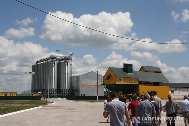 Гости Дня поля направляются на семенной завод