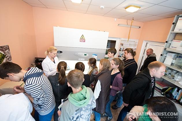 В середине октября «десант» из 33 юных ученых посетил нашу диагностическую лабораторию и исследовательский центр в Белой Церкви