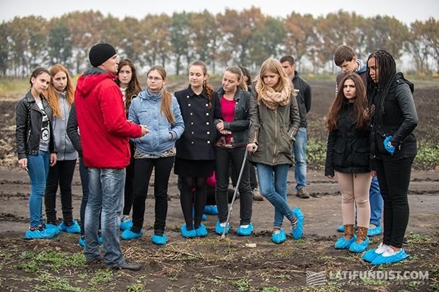 Хотя погода с самого утра намекала на дождь, все обошлось — юные исследователи смогли вдоволь побродить по полям