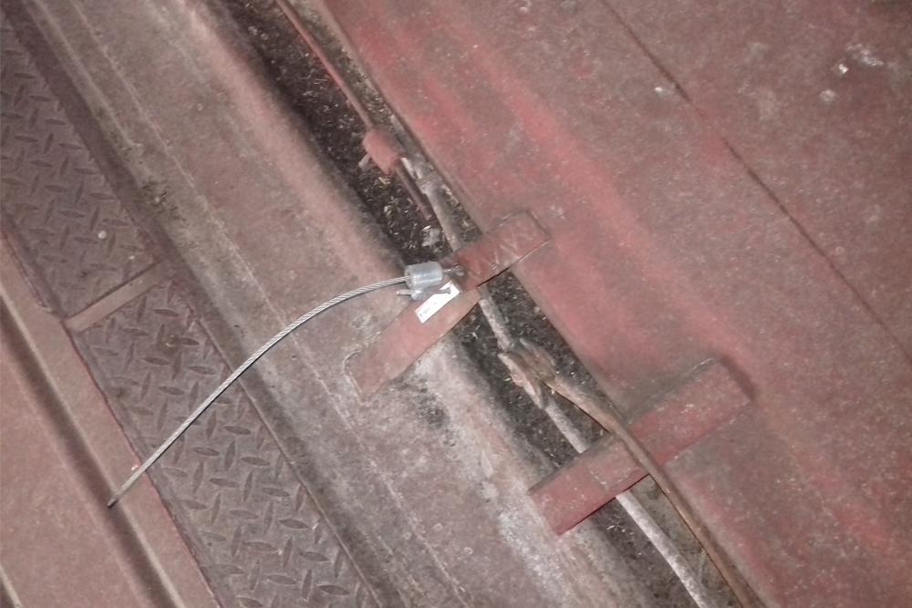Необходимо срочно менять систему пломбирования вагонов, а также применять новые ЗПУ, которые будут разрушаться при умышленном механическом воздействии