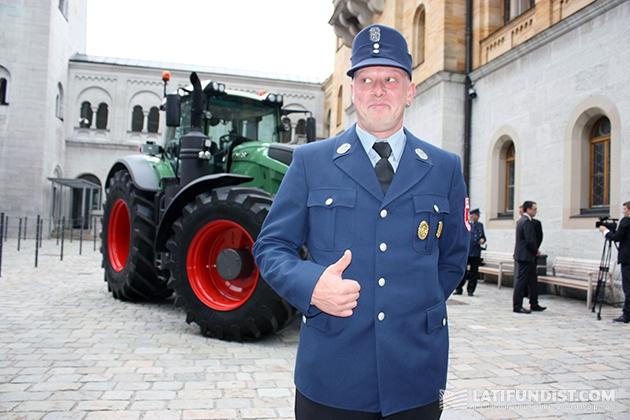 Местный пожарный о тракторе: «Fantastisch! Praktisch! Gut!»