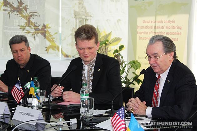 Слева-направо: Вадим Бодаев, Игорь Швайка, Морган Вильямс