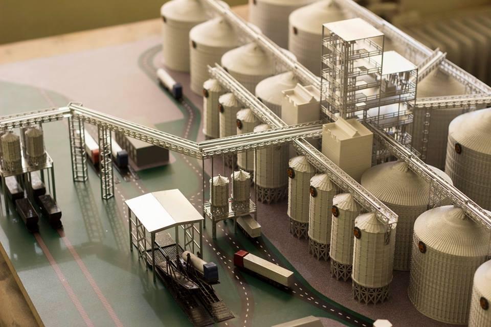 3D-макет элеватора для «Агрофирмы им. Довженко», части агропромышленного холдинга «Астарта-Киев»