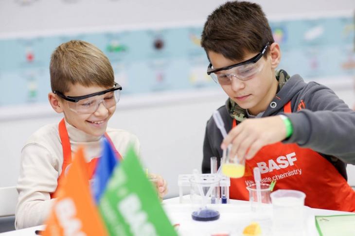 BASF реализовал детский образовательный проект - химическая лаборатория Kids' Lab