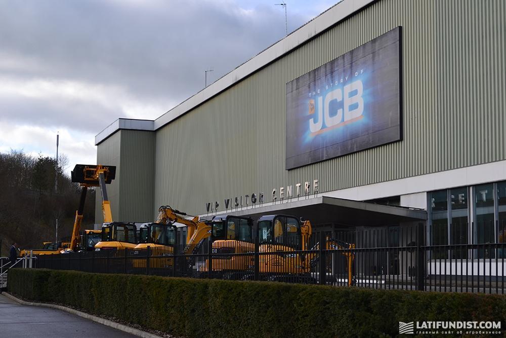 На территории компании JCB