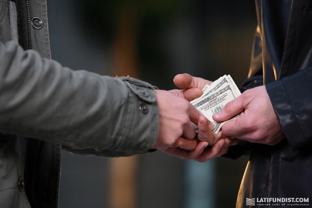 Сложно поймать человека на передаче денег, откате между дистрибьютором и агрономом, закупщиком