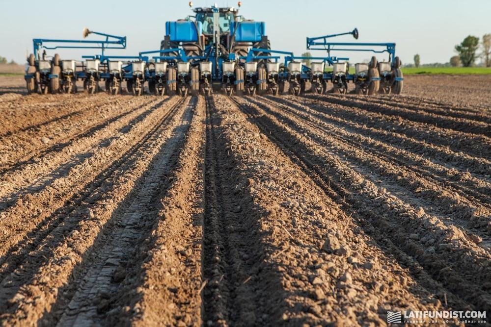 Посев кукурузы на поле компании «Агро-Регион»