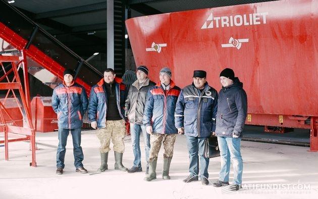 Эльман Оруджов с сотрудниками службы зооветсервиса