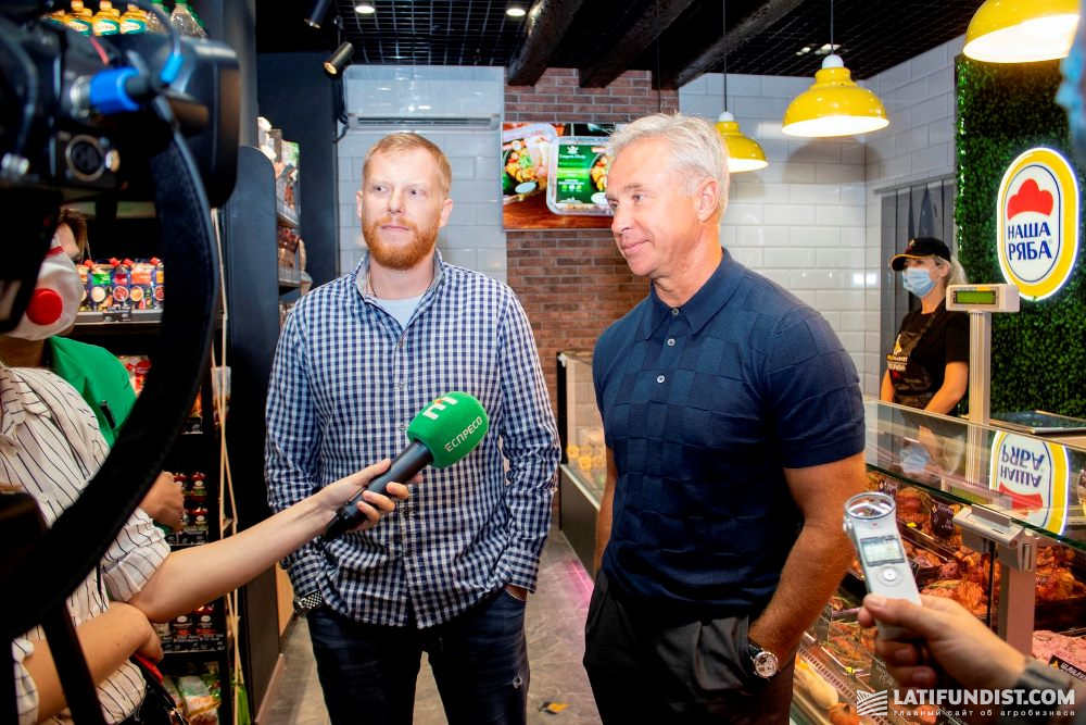 Максим Сидоренко и Юрий Косюк на открытии совместного магазина в Сумах