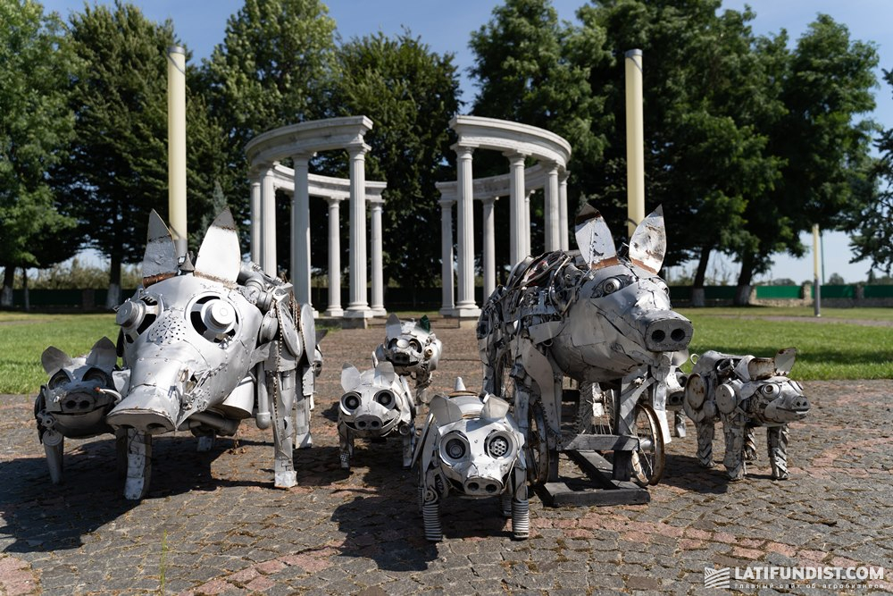 Скульптурная композиции на территории компании «Агропродсервис»