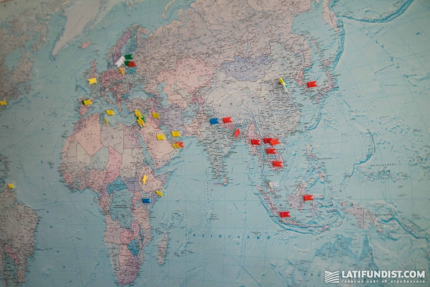 Карта мира в кабинете Станислава Таршина