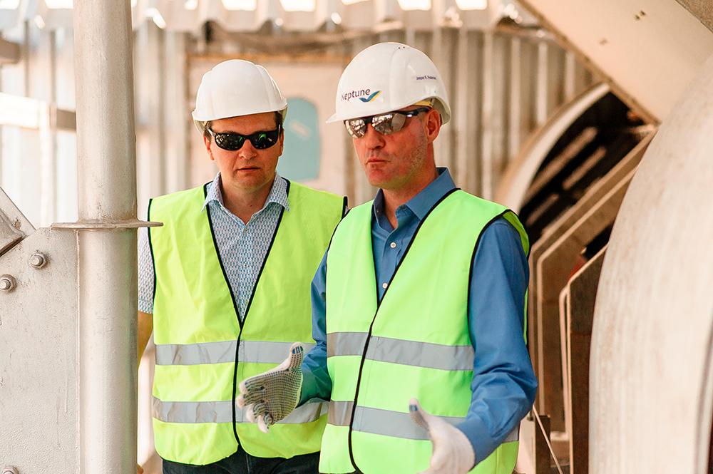 Йеспер Педерсен проводит экскурсию  для представителей энергетического департамента компании Siemens