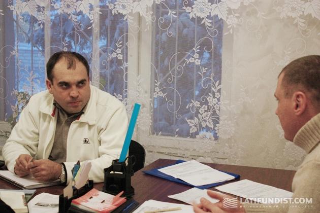 Сергей Бутенко и директор ООО «Лукьяновское» в Барышевском районе Игорь Аркуш