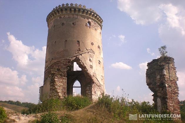 Червоногрудский замок. Увы, даже такая красота подвластна времени
