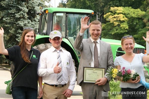 В День знаний John Deere передал трактор НУБиП